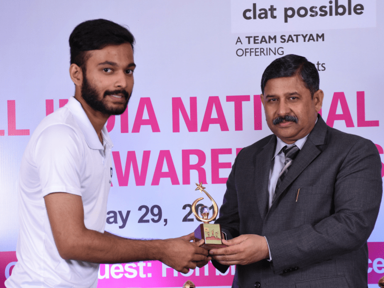 CLAT AIR 28 KISHLAY DWIVEDI BEING FELICITATED BY JUSTICE RAKESH SRIVASTAVA